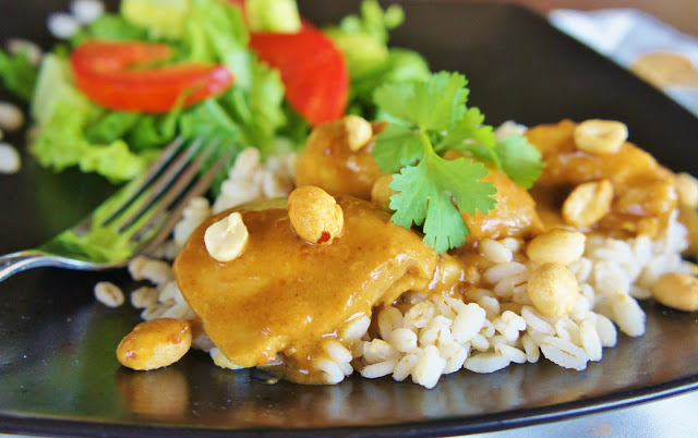 EASY Slow Cooker (crock-pot) Thai Chicken with Peanut-Curry Sauce #crockpot #slowcooker #chicken #recipe