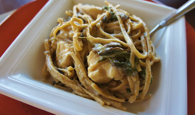 Slow Cooker Recipe for Chicken Fettuccine with Mushrooms and Spinach #crockpot #slowcooker #chicken #dinner