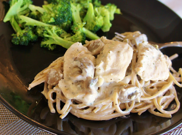 Slow Cooker Recipe for Creamy Chicken and Mushrooms with Linguine