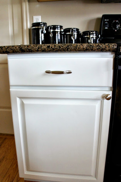 I just love these white cabinets that were painted by www.utahpaintpro.com #diy #cabinet #kitchen