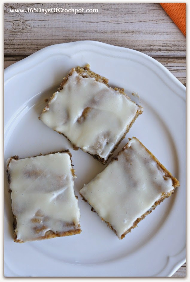 Pumpkin Chocolate Chip Cookie Bars with Cream Cheese Frosting #pumpkin #easydessert #chocolate