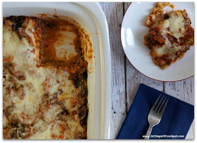 An easy crockpot (one pot) meal for pesto mushroom lasagna. Perfect for meatless Monday!