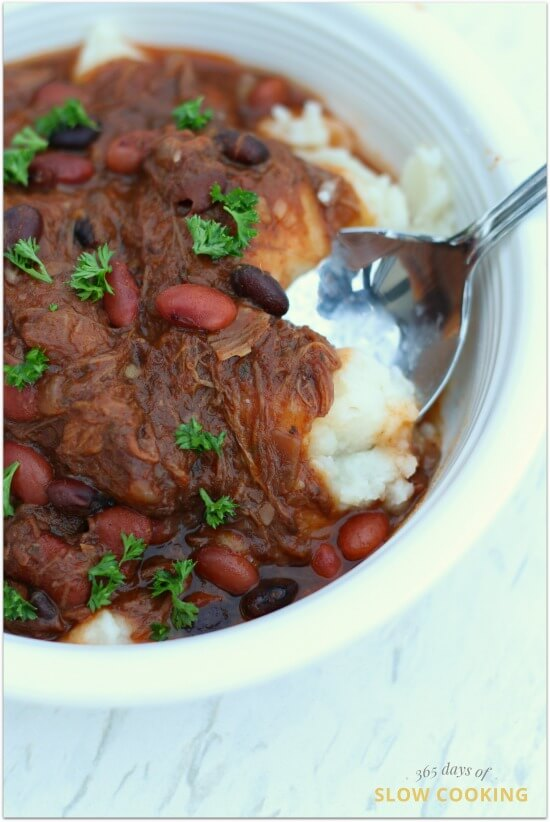 Slow cooker shepherd's pie chili recipe. A mash up of two of your favorite recipes--shepherd's pie and chili. Takes just minutes to prepare and feeds a crowd. Repurpose your leftover roast beef and mashed potatoes into a new meal.