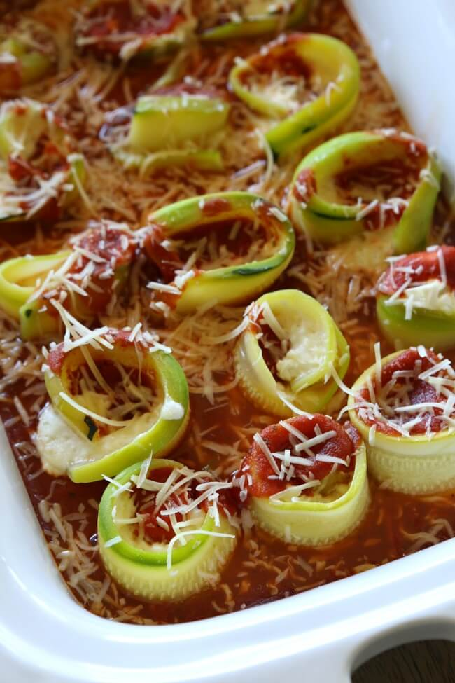 Easy slow cooker recipe for zucchini lasagna rollups