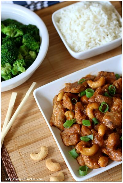 Slow Cooker Cashew Chicken--This crockpot cashew chicken is just as good as your favorite Chinese restaurant.  It's super easy and flavorful and it's all made in the comfort of your own kitchen