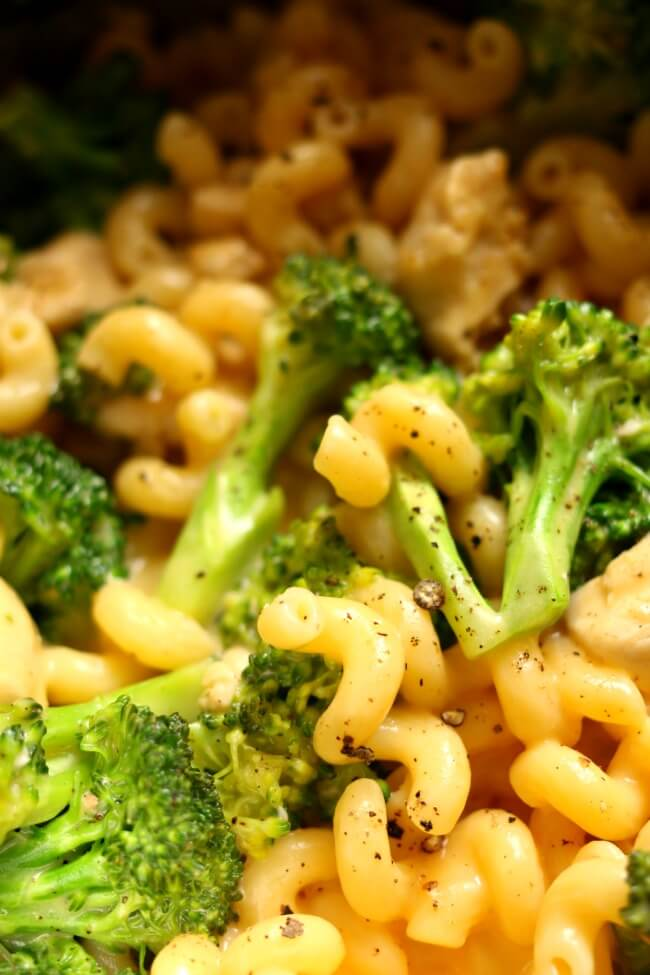 Instant Pot Broccoli Chicken Mac and Cheese--creamy macaroni and cheese made quickly in your instant pot with tender bites of chicken and (not crisp, but not mushy) broccoli florets. This is an easy one pot meal that the whole family will love!