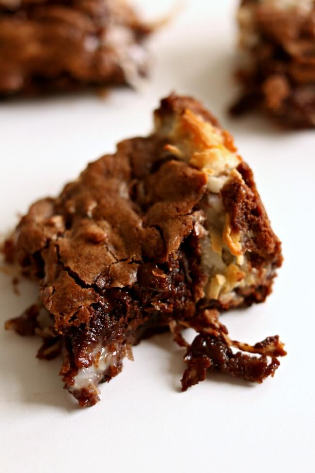 Coconut Macaroon Brownies--if you love coconut and chocolate these brownies are for you! They are gooey and seriously so good. They sort of reminded me of a Mounds Bar but waaaaay better.