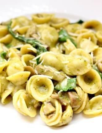 Instant Pot Spinach Mushroom Pesto Pasta