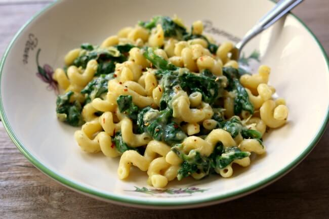 Instant Pot Spinach Artichoke Mac and Cheese--creamy, cheesy pasta with fresh spinach and chopped artichokes is a perfect way to indulge while sneaking in some greens.