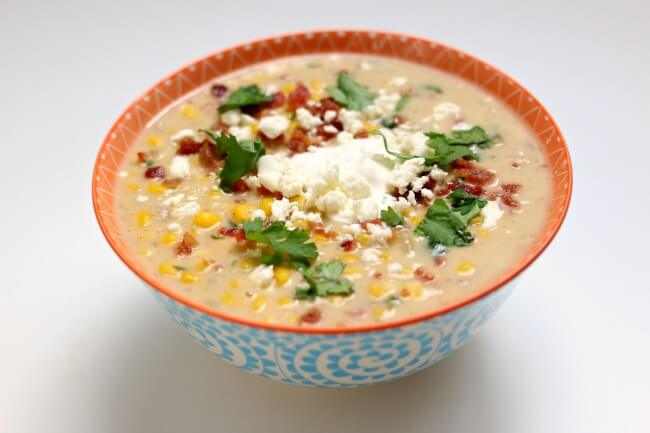 Instant Pot Mexican Street Corn Soup--all the flavors of Mexican street corn in the form of soup! Seriously delicious corn soup that you can eat even in the summer.