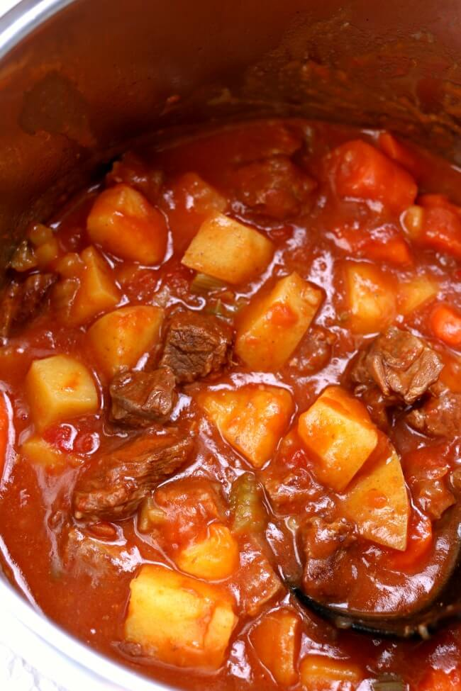 Slow Cooker Beef Stew--a super easy recipe for beef stew that doesn't sacrifice flavor. This stew is comfort in a bowl!